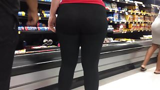 Red Hot PAWG MILF in Spandex Candid Quickie