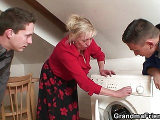 Download video bokep Two repairmen fuck busty grandma from both ends Mp4 terbaru