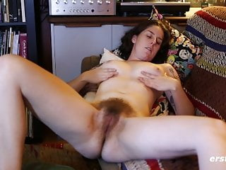 Sexy Susie Rubs Her Very Hairy Pussy Ersties