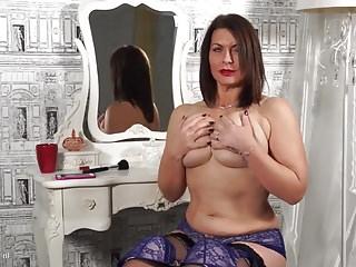 Download video bokep Beautiful mature mom with big tits and hot body Mp4 terbaru