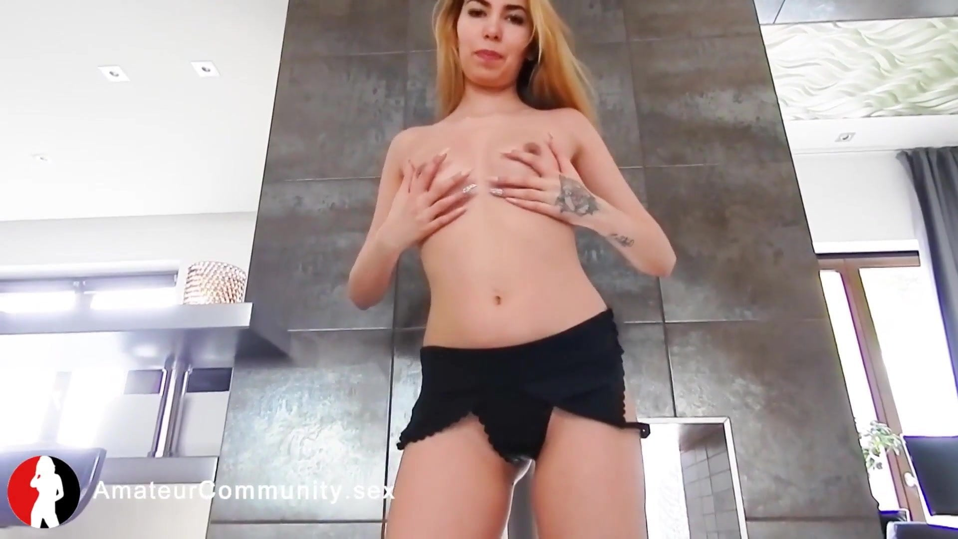 Webcam babe fiddling with her clit on camera