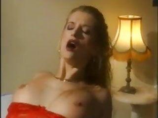 Frau wird von Vampir gefickt und gebissen
