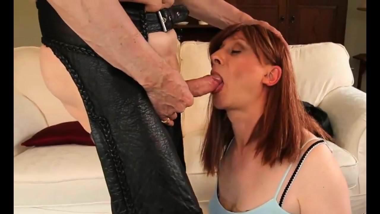Ass between a pole nude