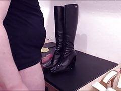 Bootjob Big Cumshot on Leather Boots