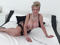 MILF Sonia is bound and tied on the bed