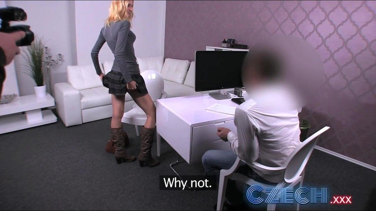 Česká blondýnka píchá na castingu