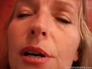 Beautiful amateur MILF shows off her sexy body and wet juicy