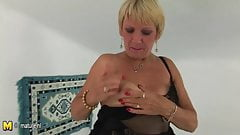 Amateur granny squirting alone
