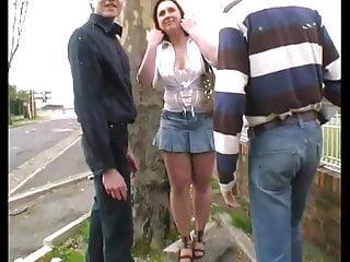 Sylvie fait la pute ! Elle se fait tirer en pleine rue !!!