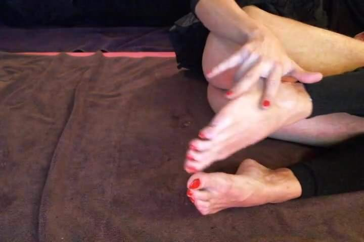 Big dick fucking couple show the feet and legs&comma