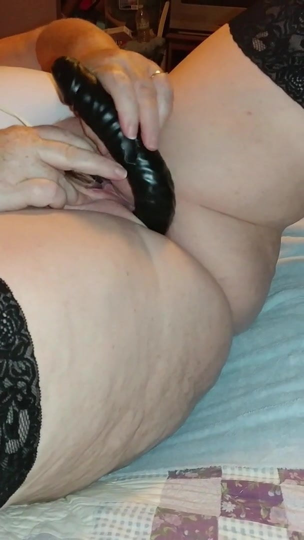 littlegilrs-video-wife-long-dildo