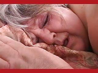 Download video bokep Super big granny Debbie Mp4 terbaru