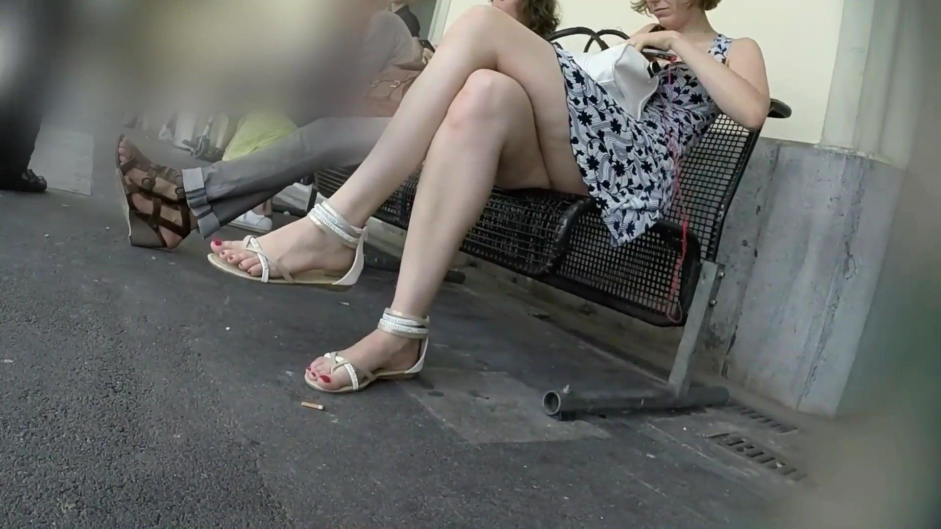 Девушка кончает в общественном месте видео — 4