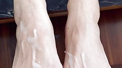 Cum on sexy feet