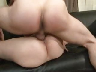 Bonne baise anal pour cette cochonne