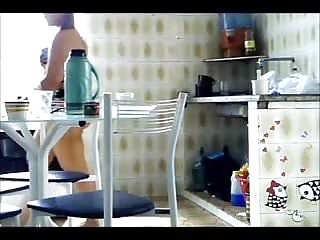 De calcinha na cozinha