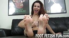 I love it when sexy guys jerk off to my feet