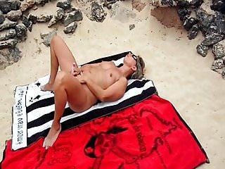 Lisa de caresse sur la plage