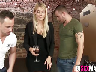 Bisexuals share pussy and dick with guy