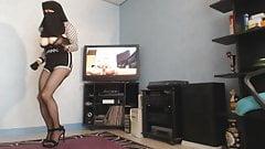 kahba voiler bien charger danse en mini short