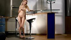 Anna - Striptease