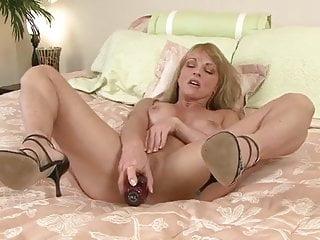 Milf Shayla Laveaux closeup masturbation