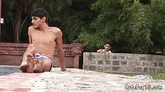 Jerking guy attracts a sunbathing twink