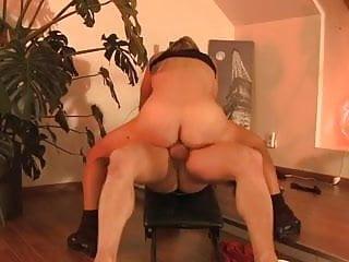 Elle se fait deboiter le cul pendant sa seance de sport