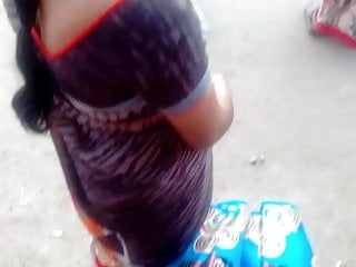 Tamil hot saree aunty hot view and deep cleavage in busstand