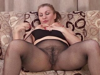 Download video bokep Amateur mother with big butt and hairy cunt Mp4 terbaru