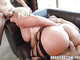 Brazzers - Phoenix Marie - Bubble Butt Gets a Juicy Double