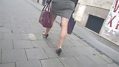 Slo mo - Secretary sexy heels and legs