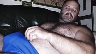 Maduro caliente masturbandose