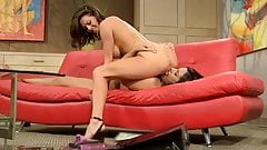 Veronica seduces Raylene