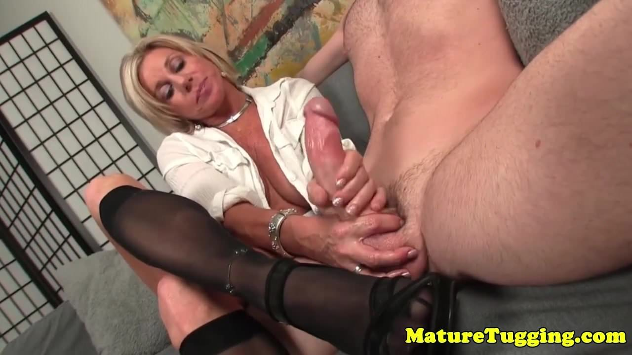 Bigtitted mature jerking dick wearing gloves 3