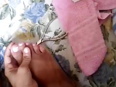 CLIP IN THE BED TREATING THE NAILS