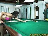 Jogando sinuca com a travesti