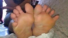 Niovi moves her dirty feet