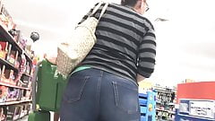 Thick Thighs on MILF PAWG