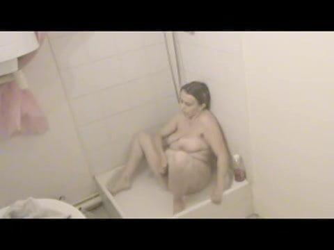 скрытая камера в душе и девушки дрочат наверное уже