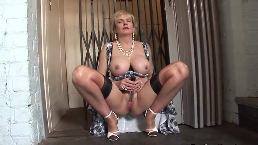 Busty blonde milf geting fucked