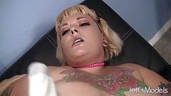 Plump tattooed girl Anna Anarchy gets banged