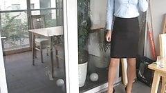 Schleichender Transvestit Simone bereit fürs Büro