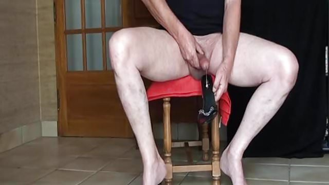 Preview 1 of gode noir ejac heels