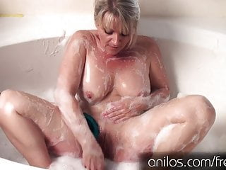 Download video bokep Amateur cougar uses toys for full body orgasm Mp4 terbaru
