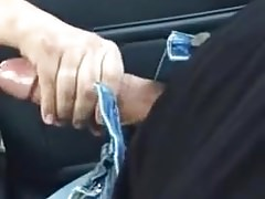 Cab driver gives a handjob