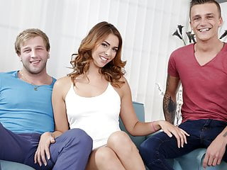 Ani Blackfox enjoys bisexual threesome