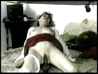 Mature bitch gets her pussy pounded