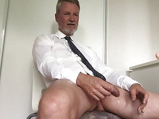 Preview 6 of Cum w 10 inches, sprut med 25 cm upp i farsans anal!