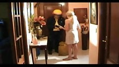 Mom treats a quickie the delivery guy